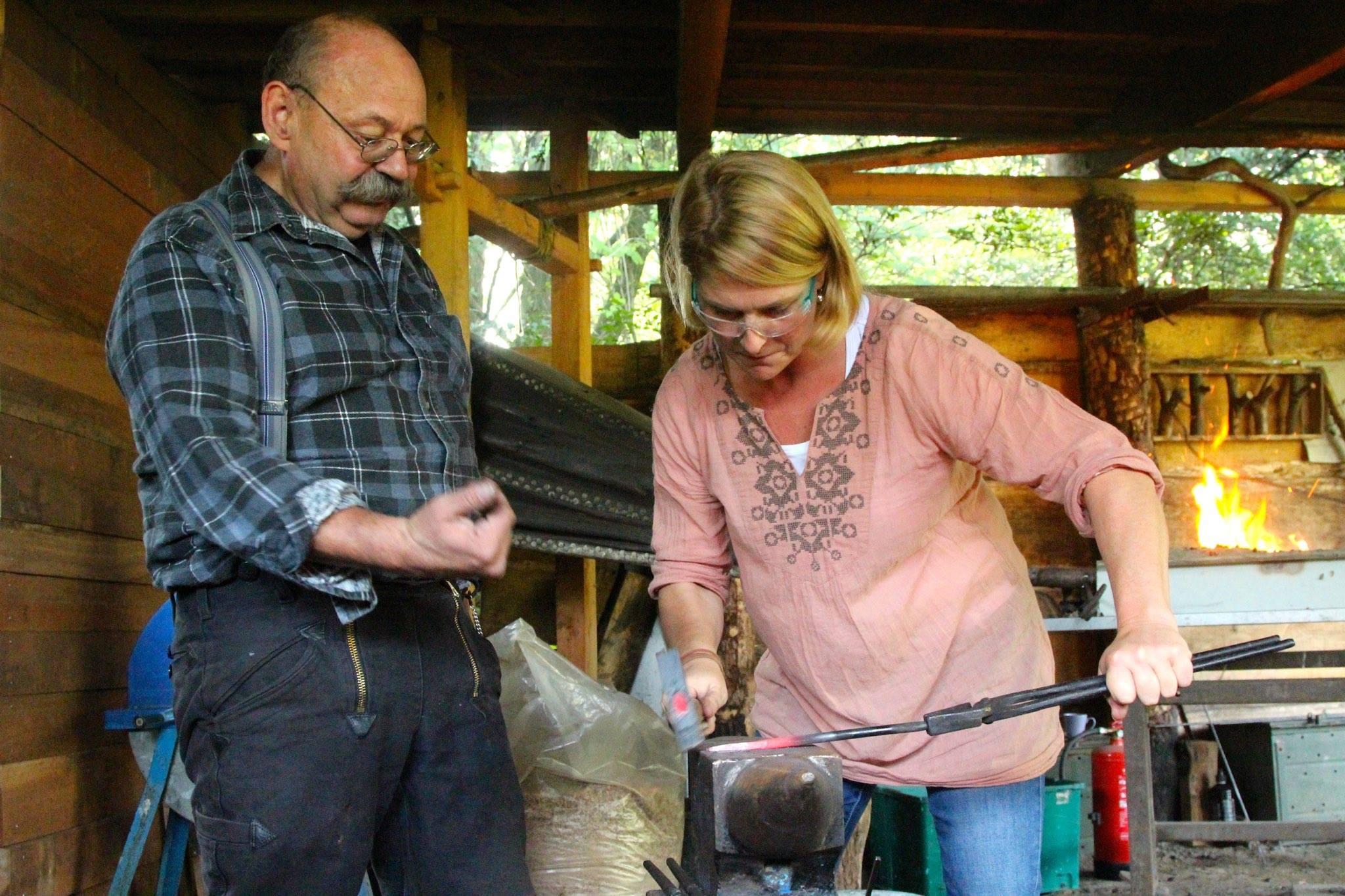 Ontdek de wereld van het nieuwe ambacht the green circle workshops in de natuur workshops - Steen ijzer smeden ...