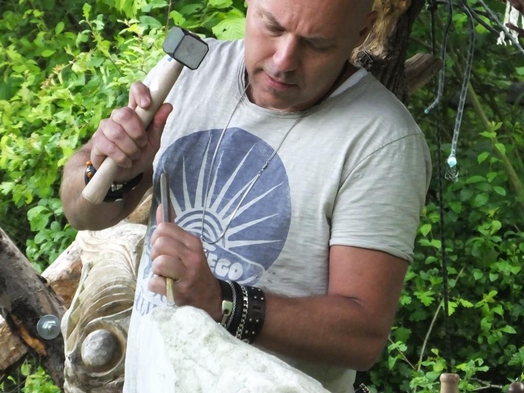 Oerkracht weekworkshop beeldhouwen workshops in de natuur - Steen ijzer smeden ...