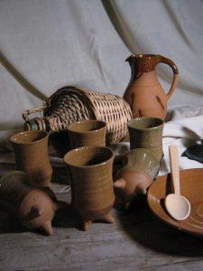 Beker-op-3-pootjes Buitenatalier Keramiek bij The Green Circle - Workshops in de Natuur